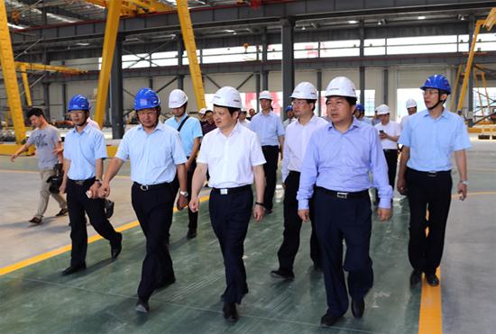 荆门市市长张依涛一行莅临泰富重工沙洋基地考察