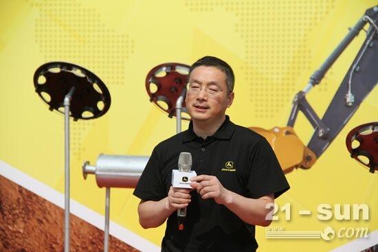 约翰迪尔工程机械产品支持经理魏伟介绍E140LC新品挖掘机