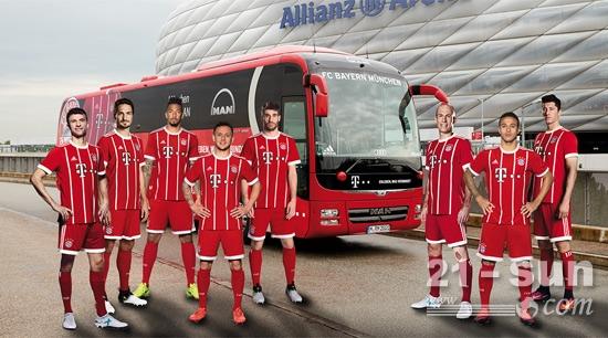拜仁慕尼黑球员与曼恩巴士