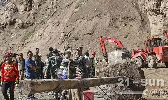 南疆军区某通信团与驻地武警某中队联合抢修国道公路和光缆线路