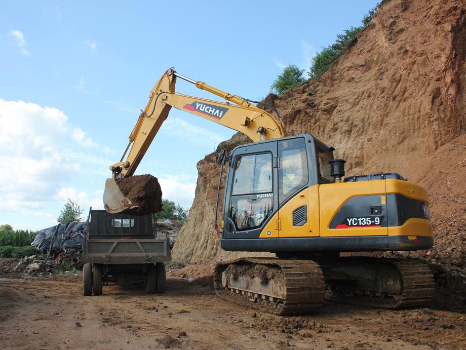 玉柴重工YC135-9挖掘机施工中