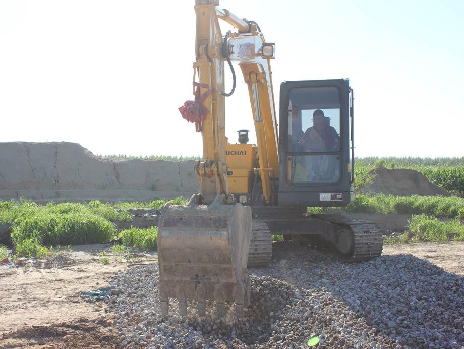 玉柴重工YC85-9挖掘机在施工中