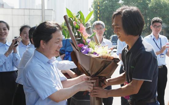 项目组获得了中联重科领导和员工的热烈欢迎