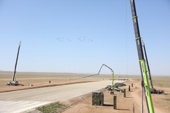 中联重科高端装备在庆祝建军90周年阅兵仪式现场
