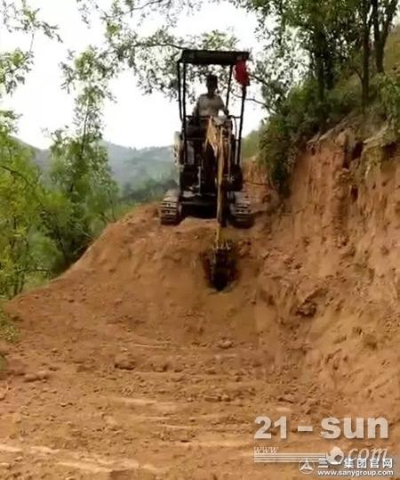 SY16C微挖能进入不到1米的狭窄地方施工