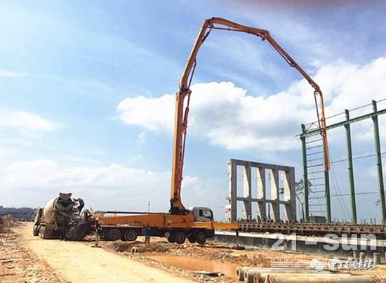 徐工HB53K泵车在马来西亚关丹地区大展英姿