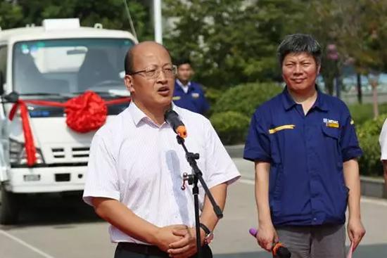 徐工机械总裁助理、徐工进出口公司总经理刘建森在交付仪式上致辞