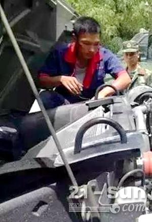 东康服务人员检修设备