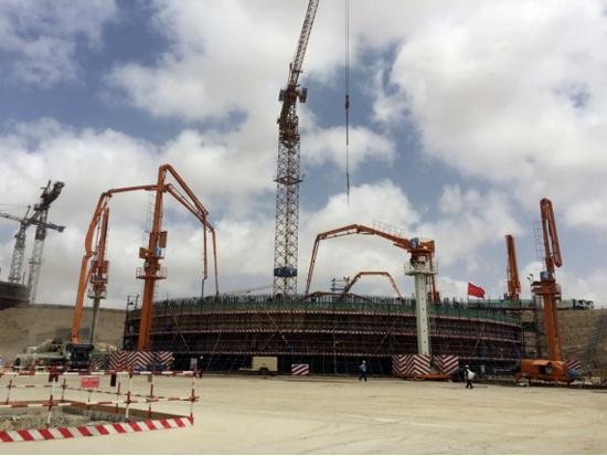 1台47米泵车、5台29米布料机、5台80拖泵同时参与施工卡拉奇核电项目