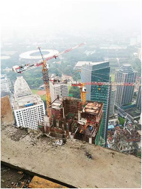 徐工塔机建设印尼雅加达280米最高建筑
