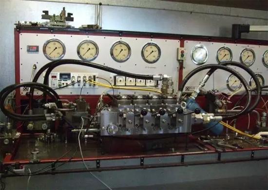 徐工荷兰AMCA新产品APV32井下装载机用负载敏感比例液压阀