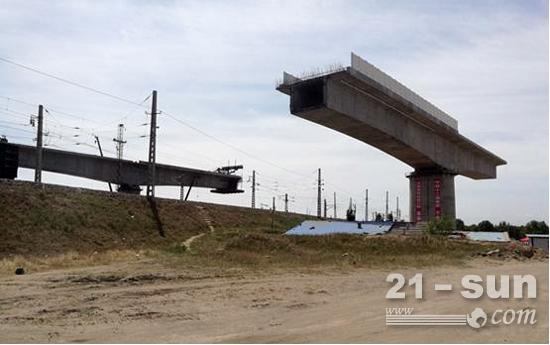 大张高铁跨湖大铁路特大桥连续梁转体进行式