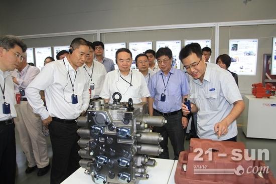 实地考察了恒立液压泵阀生产车间
