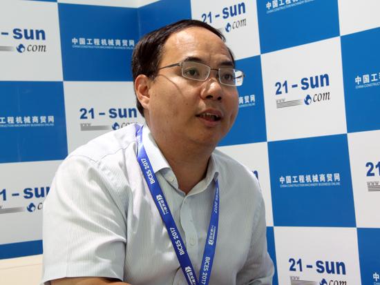 晋工机械营销副总经理陈伟德