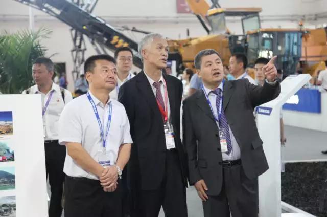 中国工程机械工业协会会长祁俊对徐工赞赏有加