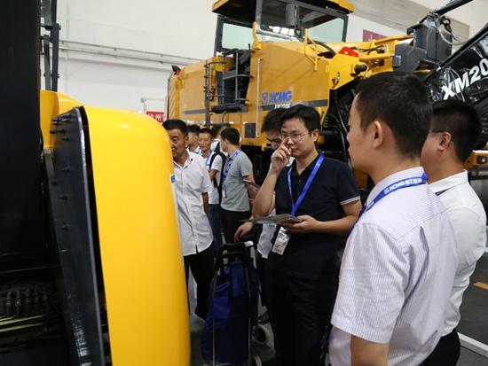国内客户咨询新一代电动曲臂高空作业平台