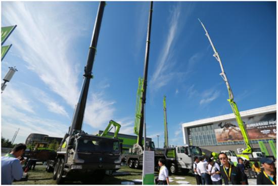 中联重科100吨汽车起重机和55吨汽车起重机