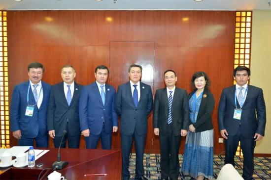 哈萨克斯坦第一副总理阿斯哈尔・马明会见易小刚一行