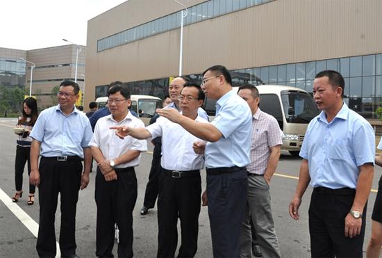 湖南省副省长向力力到泰富重装集团调研