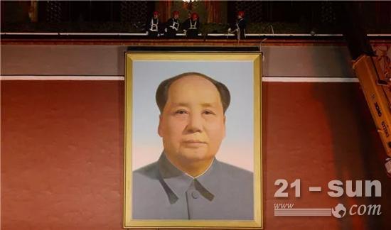 毛主席画像高6米、宽4.6米,总重量达1.5吨