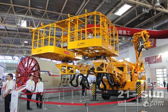 BICES 2017铁建重工展出的SCD1125隧道多功能作业车