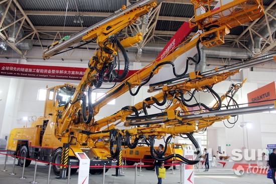 BICES 2017铁建重工展出的ZYS113全智能三臂凿岩台车
