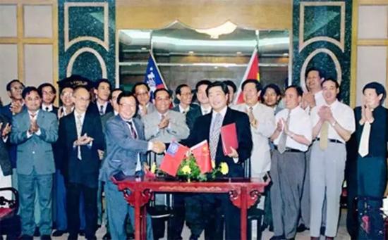 1996年7月2日,潍柴与缅甸工业部长签署合作备忘录
