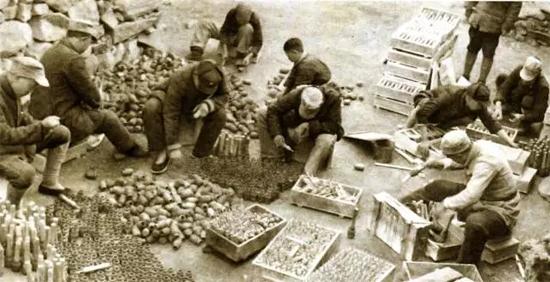 1943年5月,在抗日战争峰火中,华兴铁工厂成立,工人边生产边袭击日寇据点
