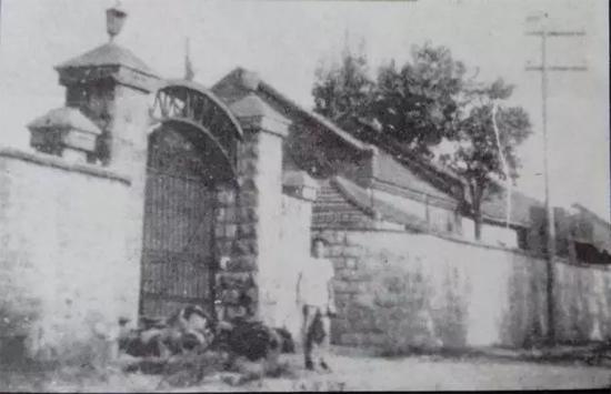 50年代,徐州重型机械厂老厂门