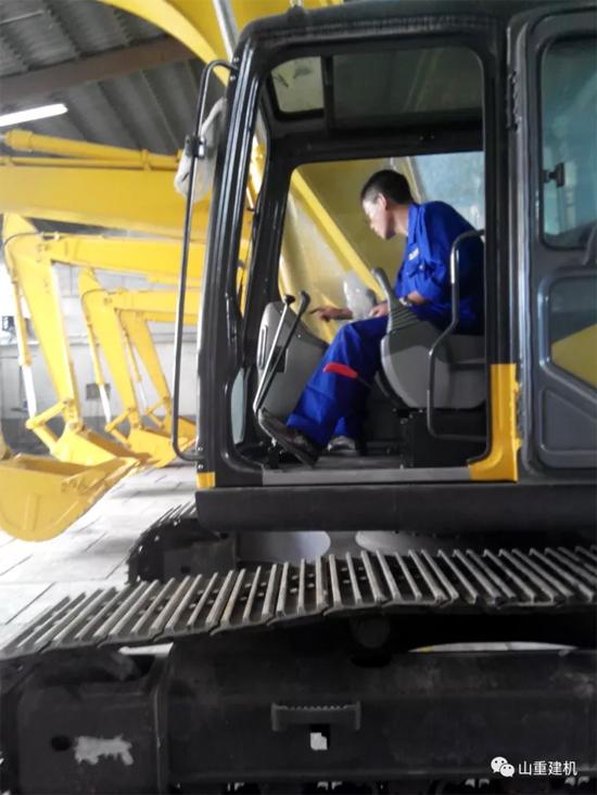 山重建机挖掘机