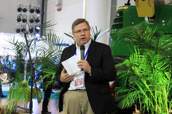 迪尔全球农业与草坪事业部总裁James-Field致辞