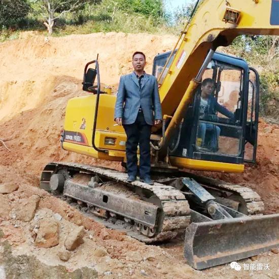 欧阳建国:雷沃挖掘机,让我省心省力又省钱!