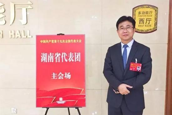 激动、自豪、忙碌的状态一直陪伴着刘永东