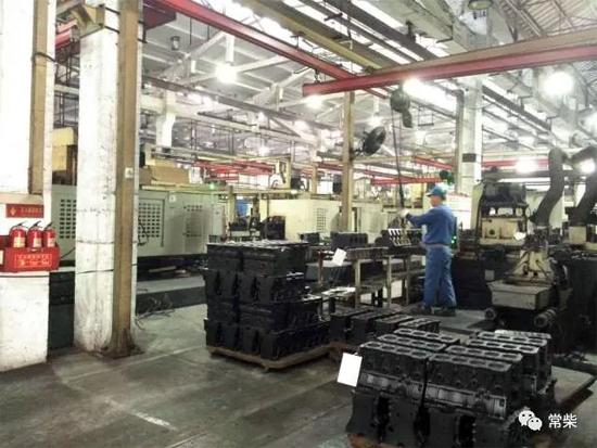 机加工厂T型柴油机机体加工线忙而有序