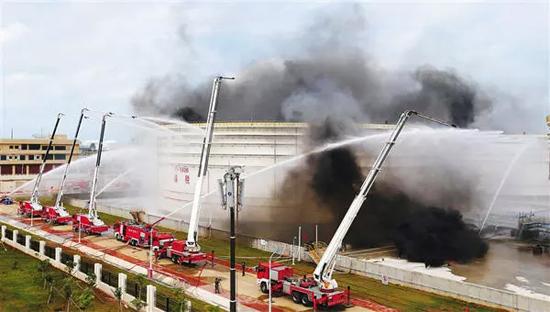 徐工成套化消防车助力国内首次大规模消防跨海演练