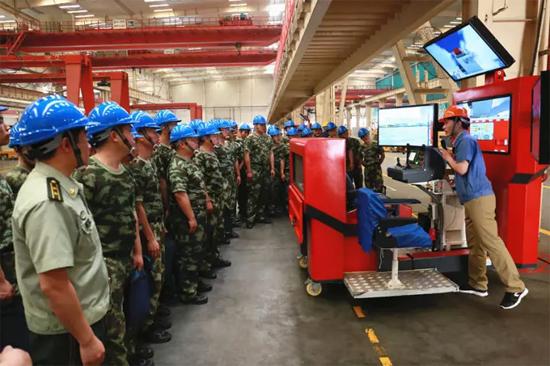 消防官兵参加模拟仿真培训系统培训