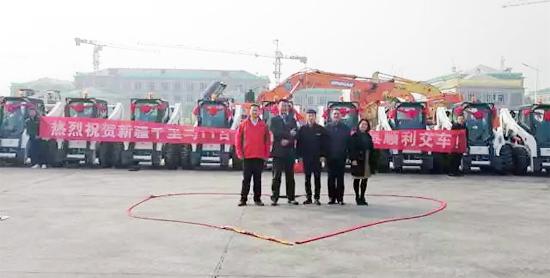 燃爆了,新疆千里马11台山猫主机+33台属具交付用户
