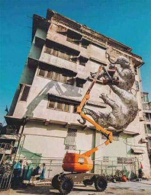 谁说大象不能跳舞?都跳到墙上了!