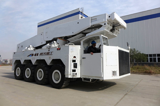 航天重工成功研制100吨液压防爆支架搬运车