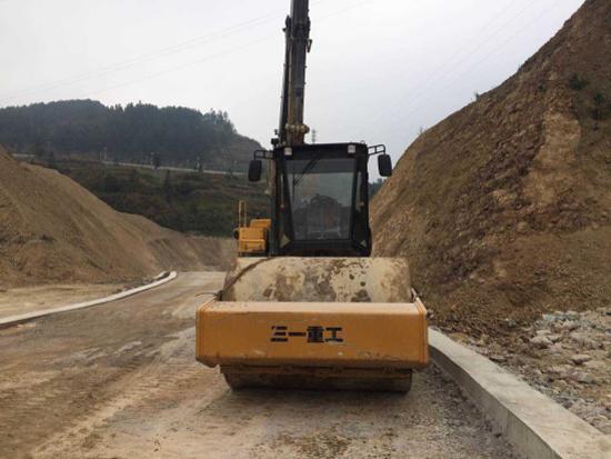 三一全液压压路机SSR220AC-8助力贵州兴义环城高速公路