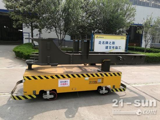 邱峰带领团队研发的越野AGV