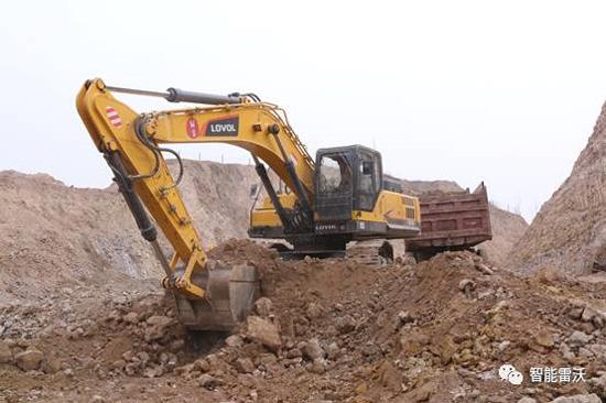 雷沃FR370E挖掘机土方作业