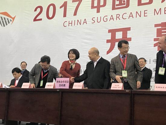 约翰迪尔中国销售市场部总经理李立凤与广西自治区农机局签订合作协议