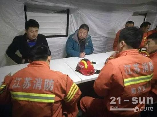 徐工前线救援队队长参与并制定相应吊装施救计划