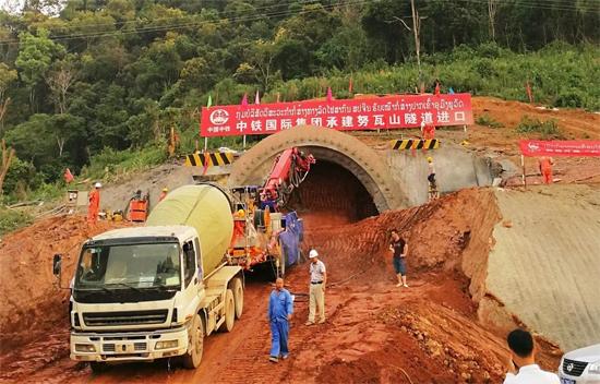 五新隧装湿喷机械手助力中老铁路建设