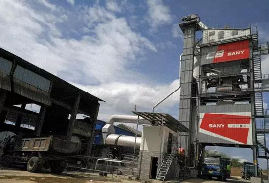 祁阳瑞德公司新购买的三一C8沥青搅拌站