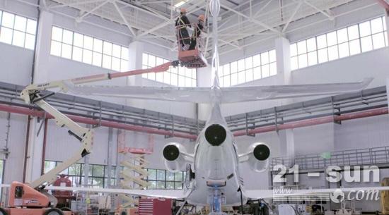 1捷尔杰高空作业平台助力Falcon-7X-VOR-天线的更换.jpg
