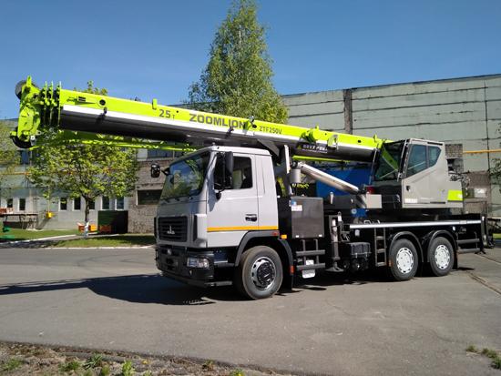 中联重科25吨汽车起重机在白俄罗斯下线