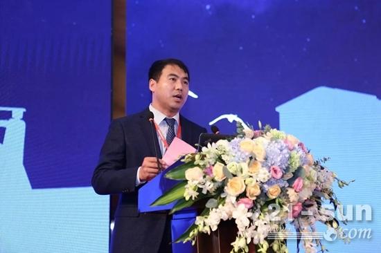 潍柴动力股份有限公司工程机械营销公司总经理韩保辉发表致辞