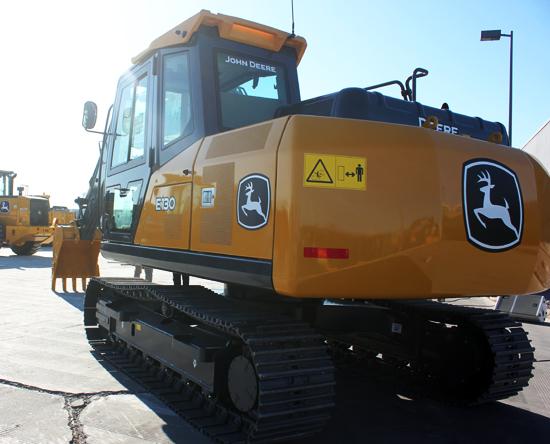 E130履带式挖掘机